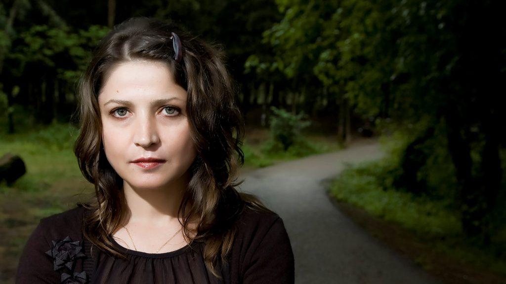 """""""Поезијата навестува, не објаснува"""": интервју со Љуљета Лешанаку"""